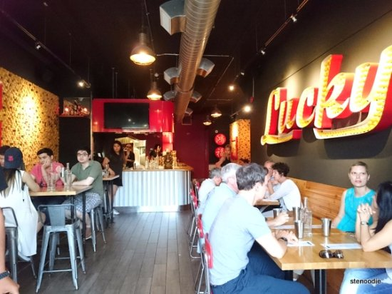Photo of Vietnamese Restaurant Lucky Red at 318 Spadina Ave, Toronto M5T 2E7, Canada