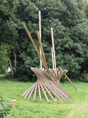 Kerikeri, Yeni Zelanda: Sen McGlinn -- Spin-off. Wood sculpture.
