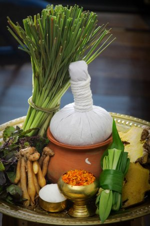 Spa Mantra : Delicate Care of Thai Herbal Hot Compress Massage