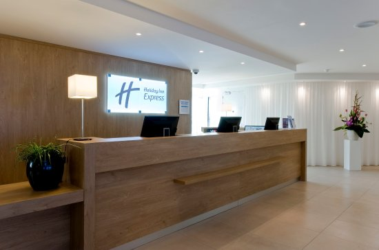 Holiday Inn Express Amsterdam-Sloterdijk Station: Our colleagues welcome you in our Amsterdam City Center hotel