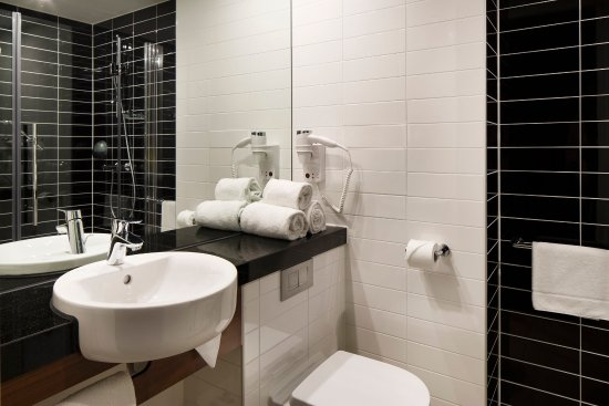 Holiday Inn Express Amsterdam-Sloterdijk Station: Guest Bathroom