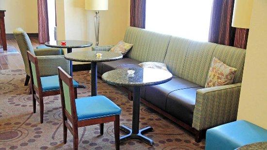 Hampton Inn & Suites Shreveport/Bossier City at Airline Drive : Lobby Seating Area