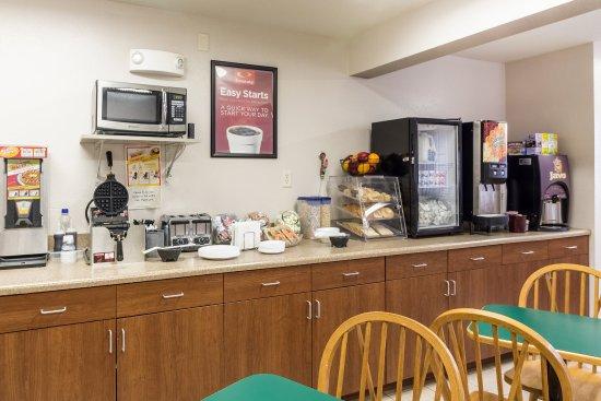 New Ulm, MN: Breakfast Area