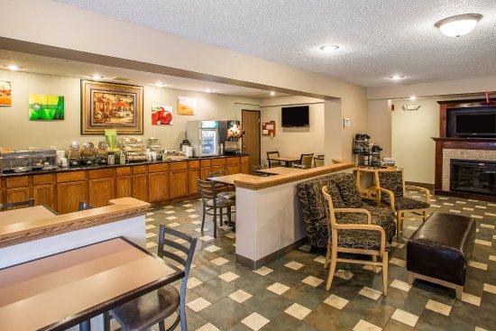 Quality Inn & Suites Marinette: Breakfast
