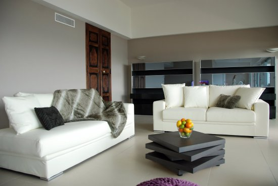 Royal Antibes Hotel, Residence, Beach & Spa: Living room - Suite Design with private jacuzzi