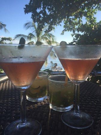 Oscar's Bar and Restaurant Malapascua: Cosmopolitan & Caipirinha