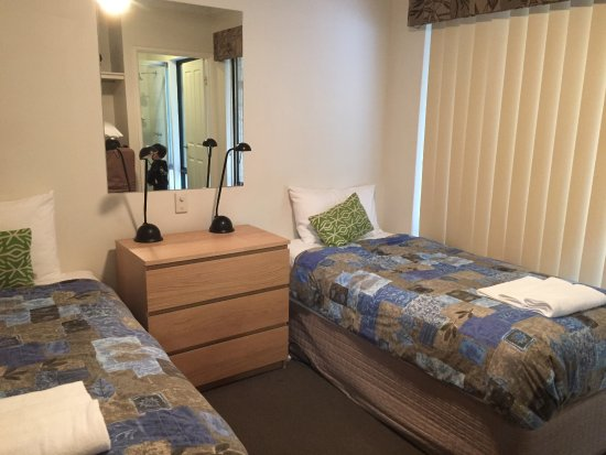 Margaret River Hideaway & Farmstay: Bedroom 2 (shared bathroom in between)