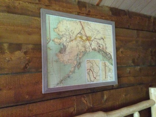 Alaska Creekside Cabins: Above the bed in miner's cabin