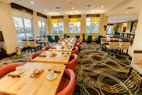 Murfreesboro, Tennessee: Garden Grille Dining Table