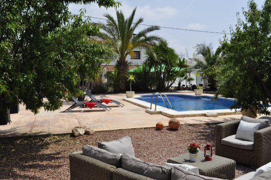La Canalosa, Spain: Neem een verfrissende duik in het zwembad