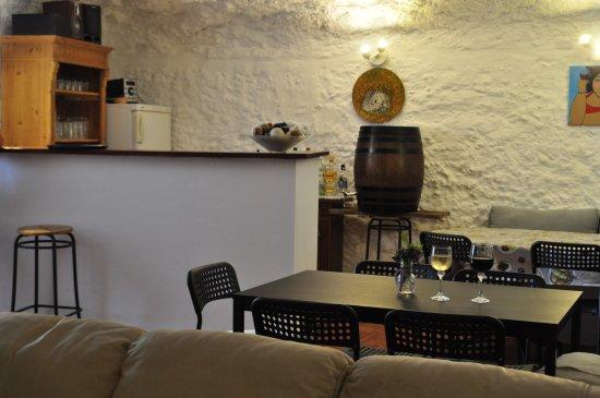 La Canalosa, Spain: Bodega - gemeenschappelijke ruimte