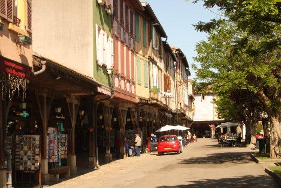 La Maison des Consuls: Hotel is in the centre of this photo.