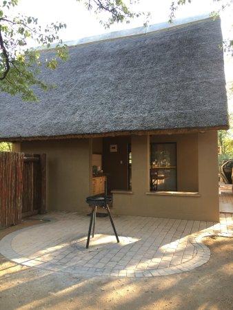 Shingwedzi Rest Camp: Shingwedzi rest camp. Accommodation, food and plants