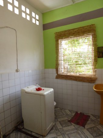 Home Sakalava: The shower is to the left of the photo.