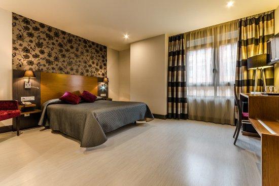 Hotel Regio Cadiz: Cama de matrimonio