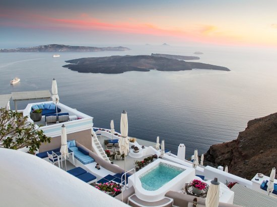 Iconic Santorini, a boutique cave hotel : A haven of tranquility...