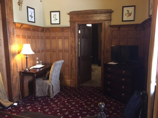 Bruce House Inn: Charming B&B - Warm welcome. Would recommend over a bland hotel room every time. Library of book