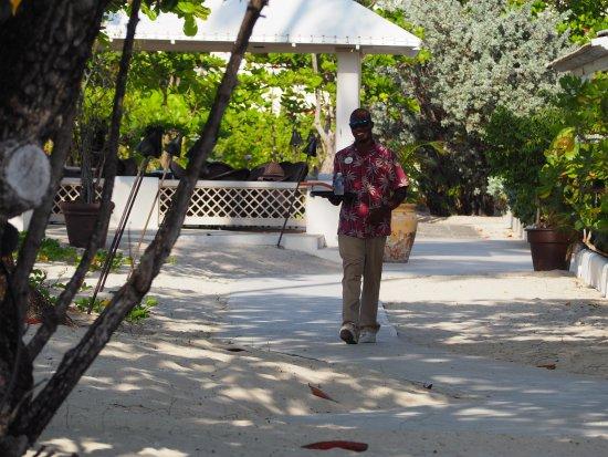 Spice Island Beach Resort: Daniel, our friendly bar man. What a smile!