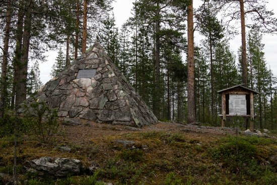 Pello, Finland: Monument and information (only in Finnish)