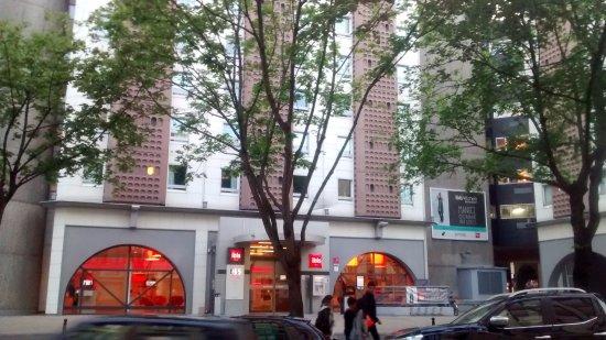 Ibis Tour Eiffel Cambronne: Frente del hotel