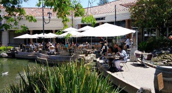 แดนวิลล์, แคลิฟอร์เนีย: Blackhawk Grille, Danville, CA, May 2016