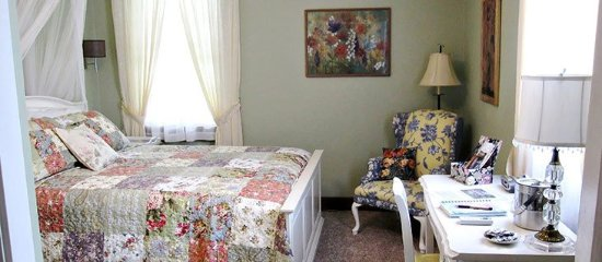 Warren County, OH: The Sinclair House Bed and Breakfast - Wildflower Room
