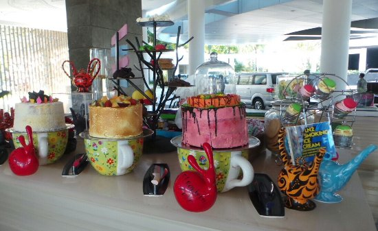 W Lounge at W Retreat & Spa Bali - Seminyak: Arrival desk