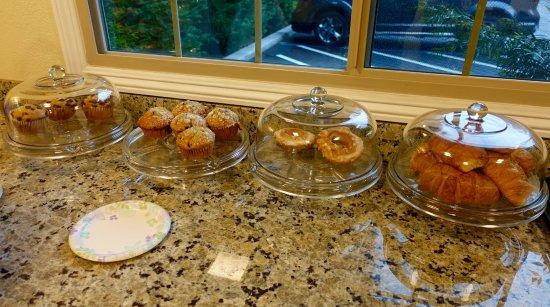 Marin Lodge: Fresh, tasty muffins !