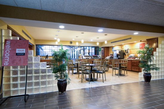 Comfort Inn & Suites: breakfast area