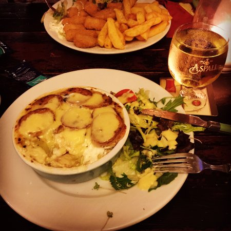 The Poachers Pocket: Delicious home cooked food! I love the goats cheese and leek hotpot!