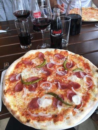 Maza: Perfekt läge med väldigt goda pizzor!