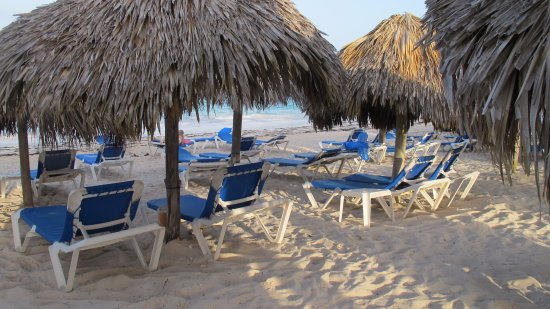 VIK Hotel Cayena Beach: make sure to hold a chair first thing in the morning