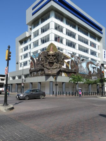 Hotel Oro Verde Guayaquil: Sculpture near the hotel, one block away.