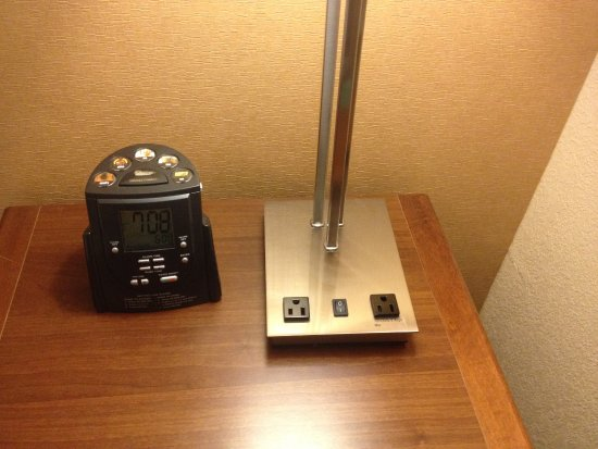 Homewood Suites Yuma : Bedside clock-radio and outlets