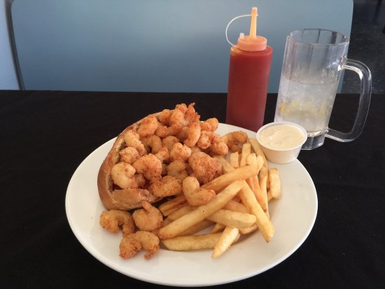 Bay City, TX: Amazing, fantastic and delicious Shrimp Po Boy. This is a little place with a huge successful ki