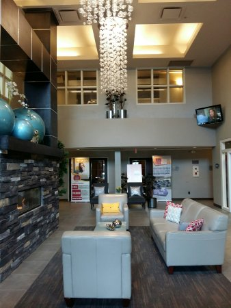 Comfort Suites Kelowna: New Lobby Renovated January 2016