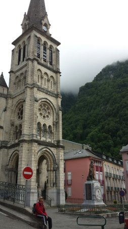 Chemin de Croix Et Creches  de L'eglise Notre Dame