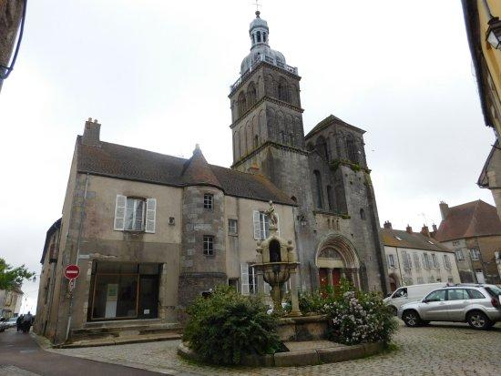 Basilique Saint Andoche de Saulieu