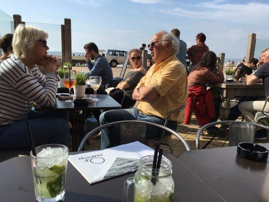 Gezellige terras met leuke cocktail enorme keuze aan gin en bier aan zeer mooie prijzen zeker - Enorme terras ...