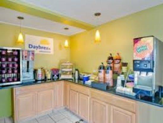 Torrington, CT: Breakfast Area