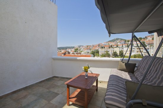 Art Deco Pape: Mediterranean Moments Apartment