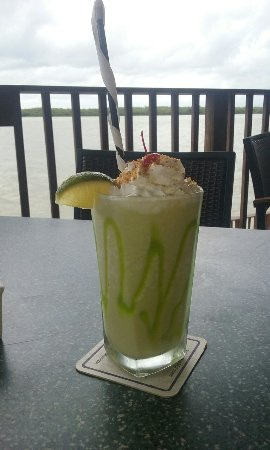 Flippers on the Bay: Drinks are great and food is even better. Great experience