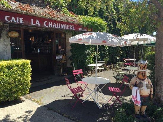 Cernay-la-Ville, France : Entrée et terrasse