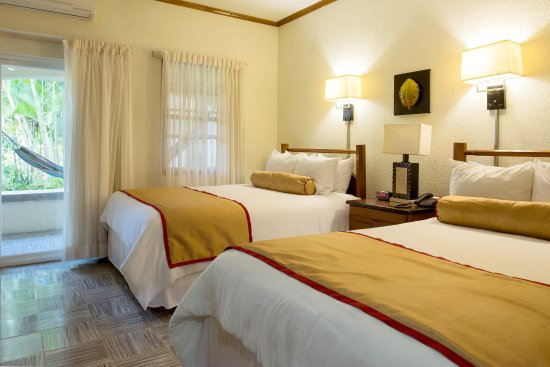San Ignacio Resort Hotel: Balcony Room, Queen and Double bed