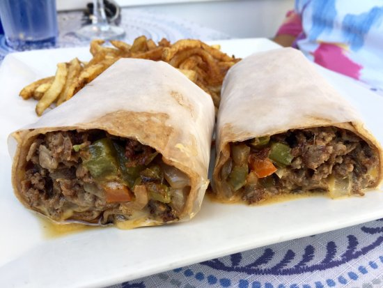 Monticello, NY: Great Gyro & Salad & Philly Steak Wrap.  Outdoor seating dog friendly