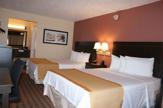 Days Inn Fort Lauderdale-Oakland Park Airport North: 2 Queen Beds Smoking