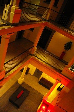 Hotel Abu: lobby