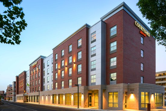 Courtyard Marriott Edgewater
