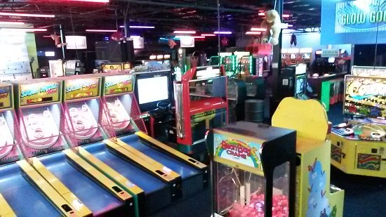 Omaha\'s ONLY Indoor Mini Golf - Picture of Family Fun Center ...
