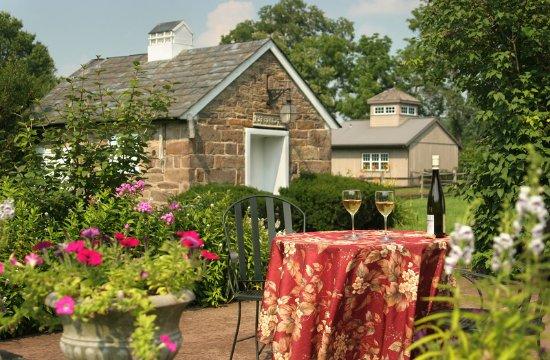 Stockton, NJ: Romantic garden at Woolverton Inn